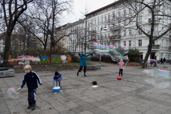 helmholtzplatzseifenblasenspiel
